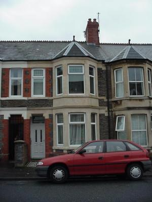 Dogfield, Cathays, Cardiff. Suitable for young professional house sharers