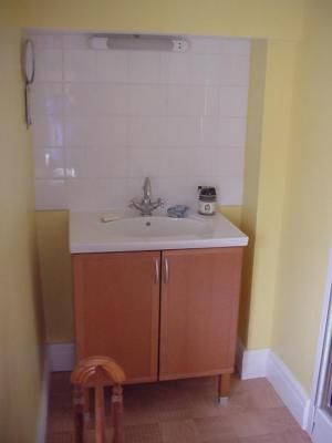 P0008 Shower - Sink Area