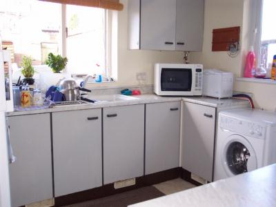 P0010 Fully fitted kitchen
