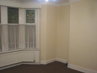 Spacious Double Bedroom with bay window